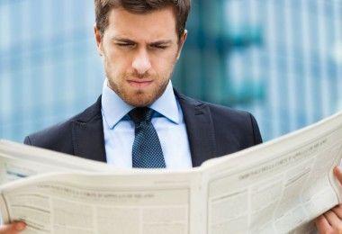 новости бизнес читает парень работа