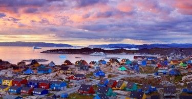 Гренландия домики закат село город природа