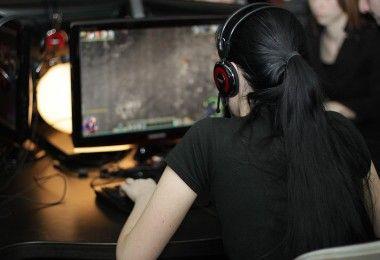 геймер девушка игра компьютер дота