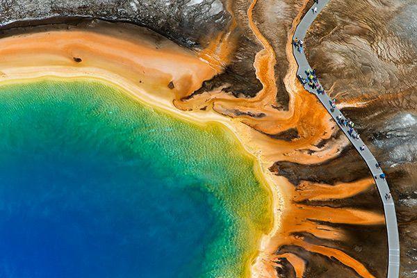 Большой призматический источник характерен условиями, похожими на существовавшие при зарождении жизни Фото: Max Waugh / Solent News / East News