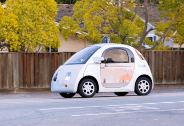 В рамках эксперимента Paint the Town компания Google отобрала 16 вариантов дизайна дверей гугломобиля.