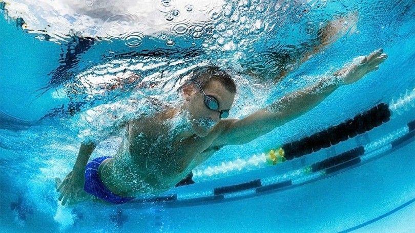 вода мужчина плавание плывёт бассейн
